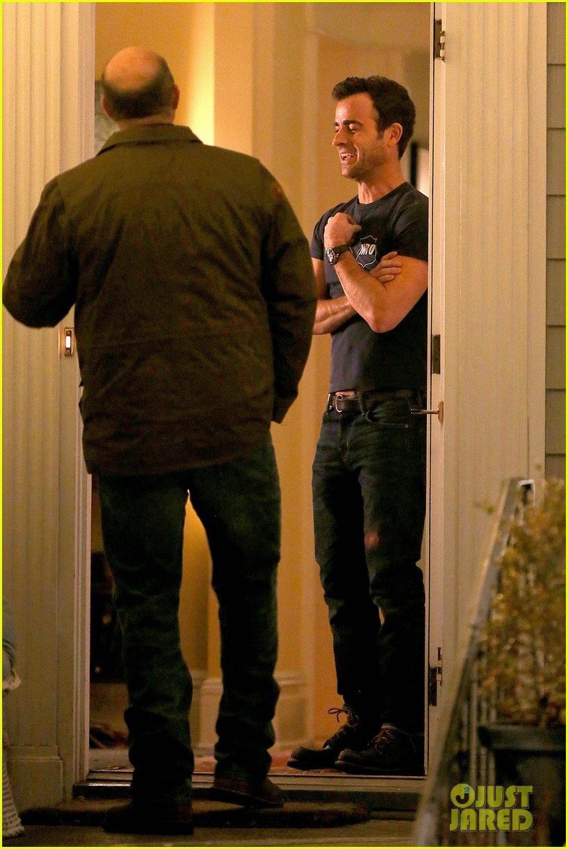 justin theroux looks shocked upset on leftovers set 243056222