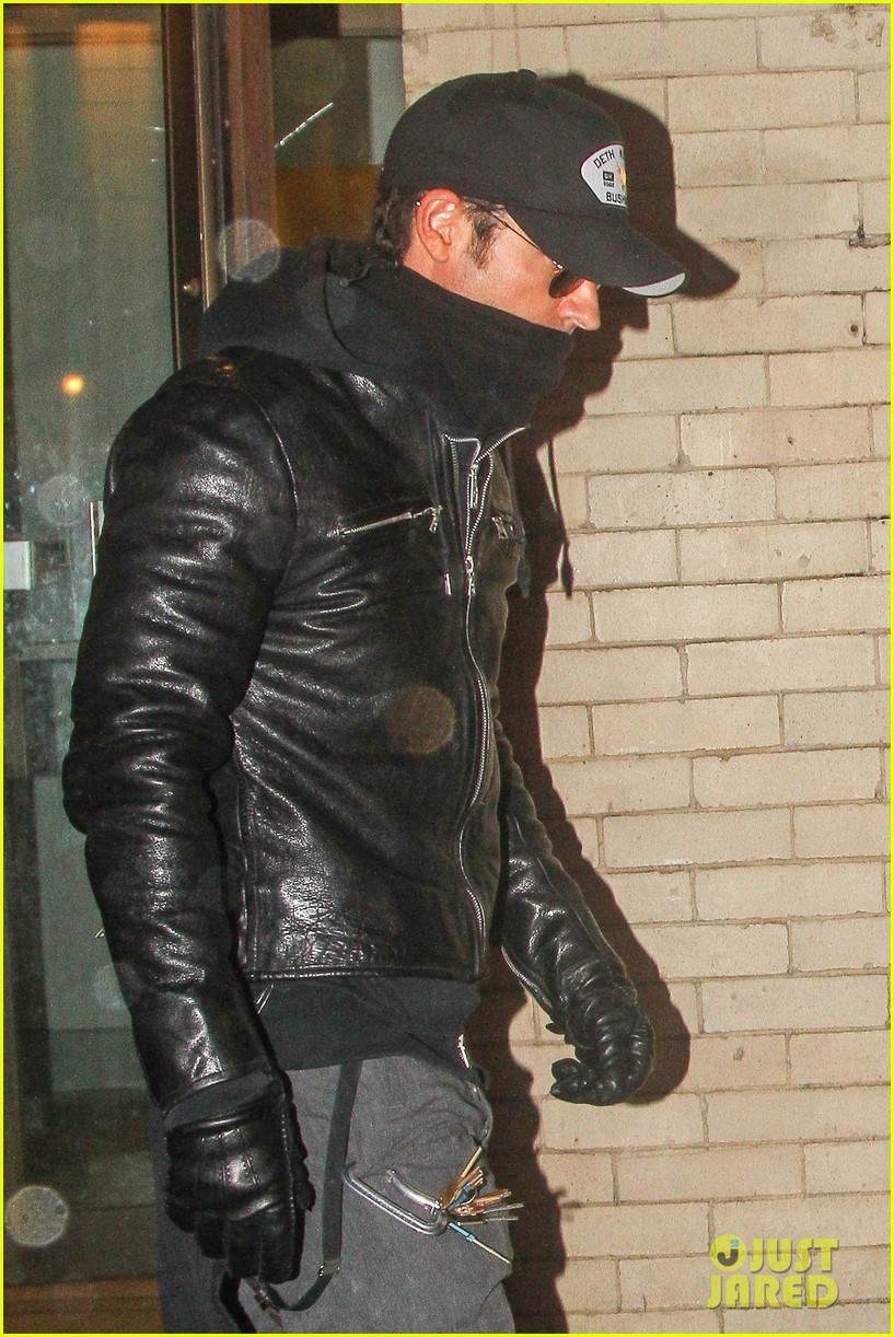 justin theroux visits philip seymour hoffmans partner for third time in three days 02