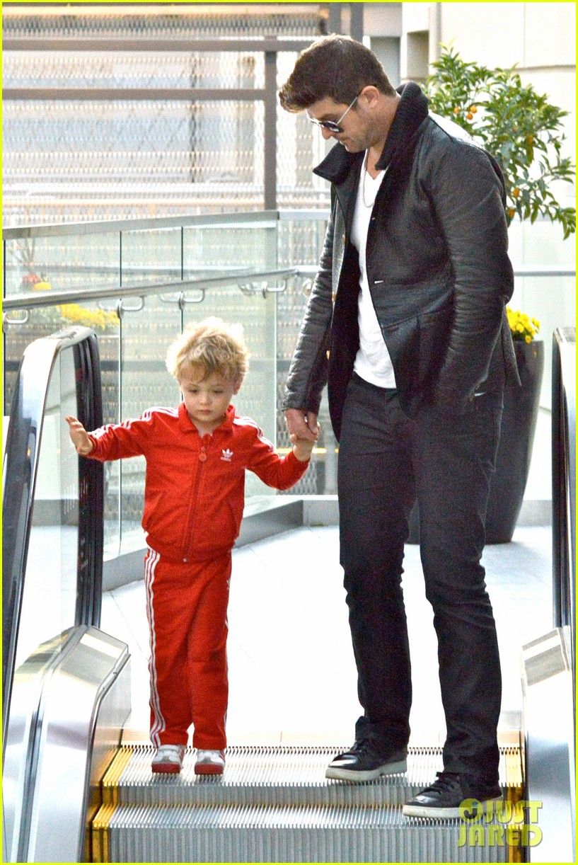 robin thicke is a doting dad spends day with julian 03