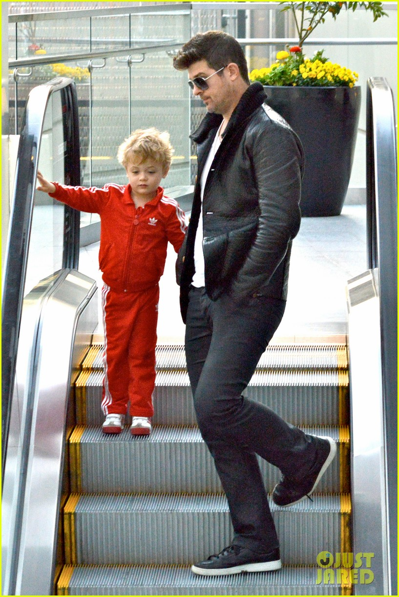robin thicke is a doting dad spends day with julian 043051447