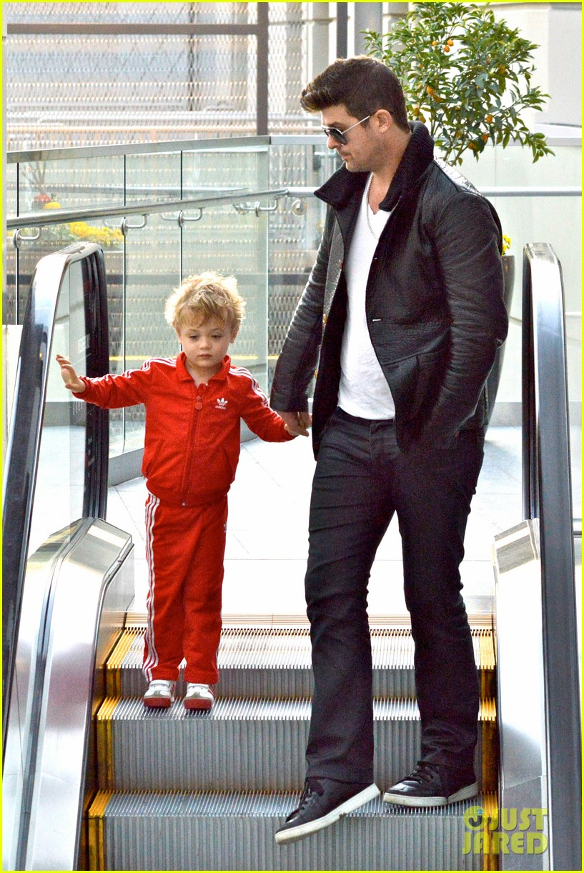 robin thicke is a doting dad spends day with julian 063051449