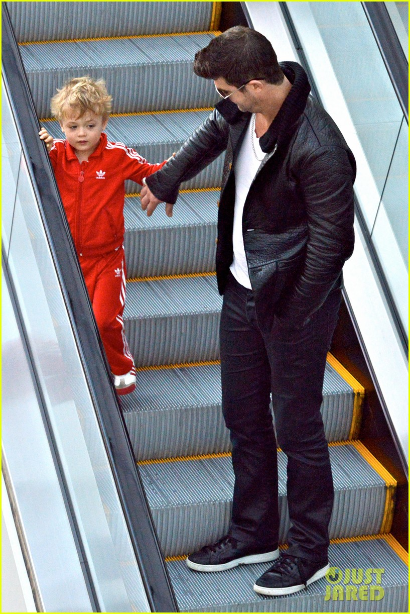 robin thicke is a doting dad spends day with julian 073051450