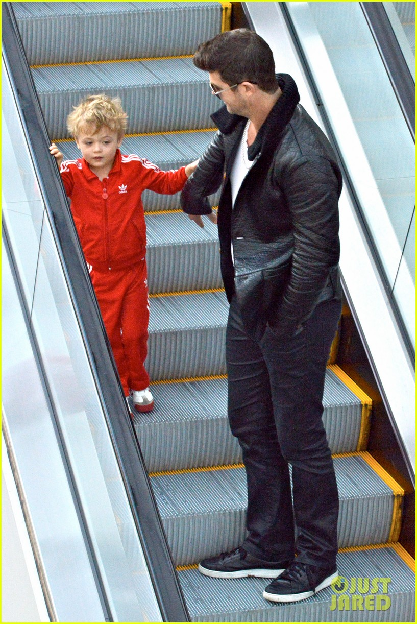 robin thicke is a doting dad spends day with julian 083051451