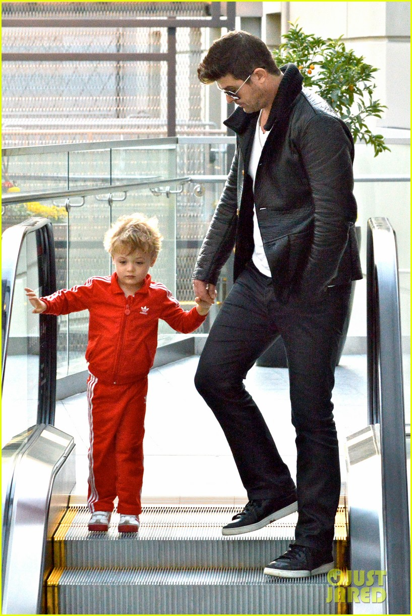 robin thicke is a doting dad spends day with julian 093051452