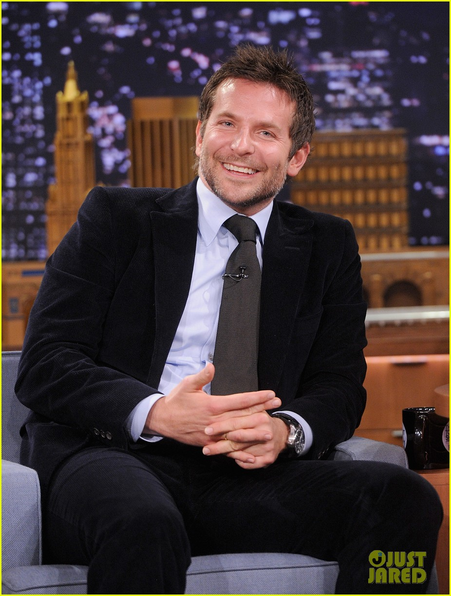 bradley cooper emma thompson play charades on fallon 023056606