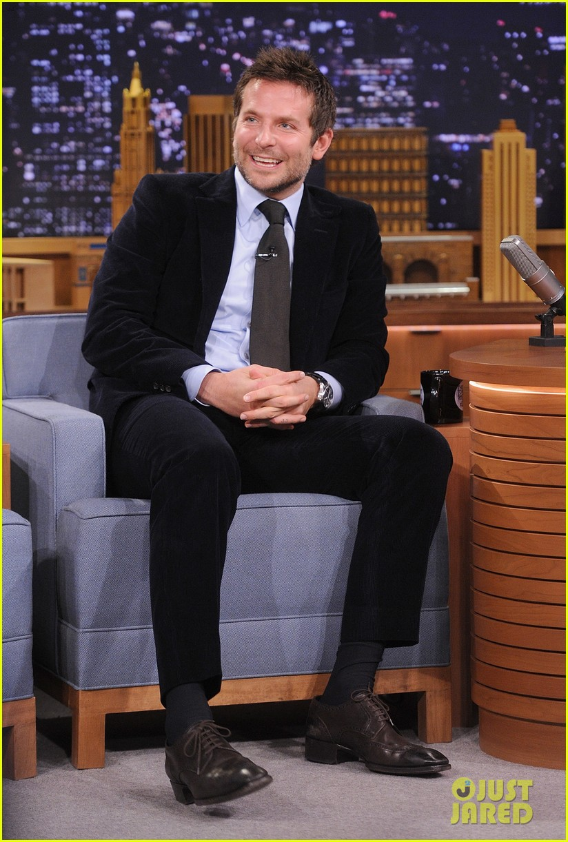bradley cooper emma thompson play charades on fallon 053056609