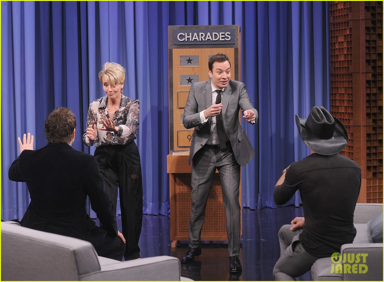bradley cooper emma thompson play charades on fallon 06