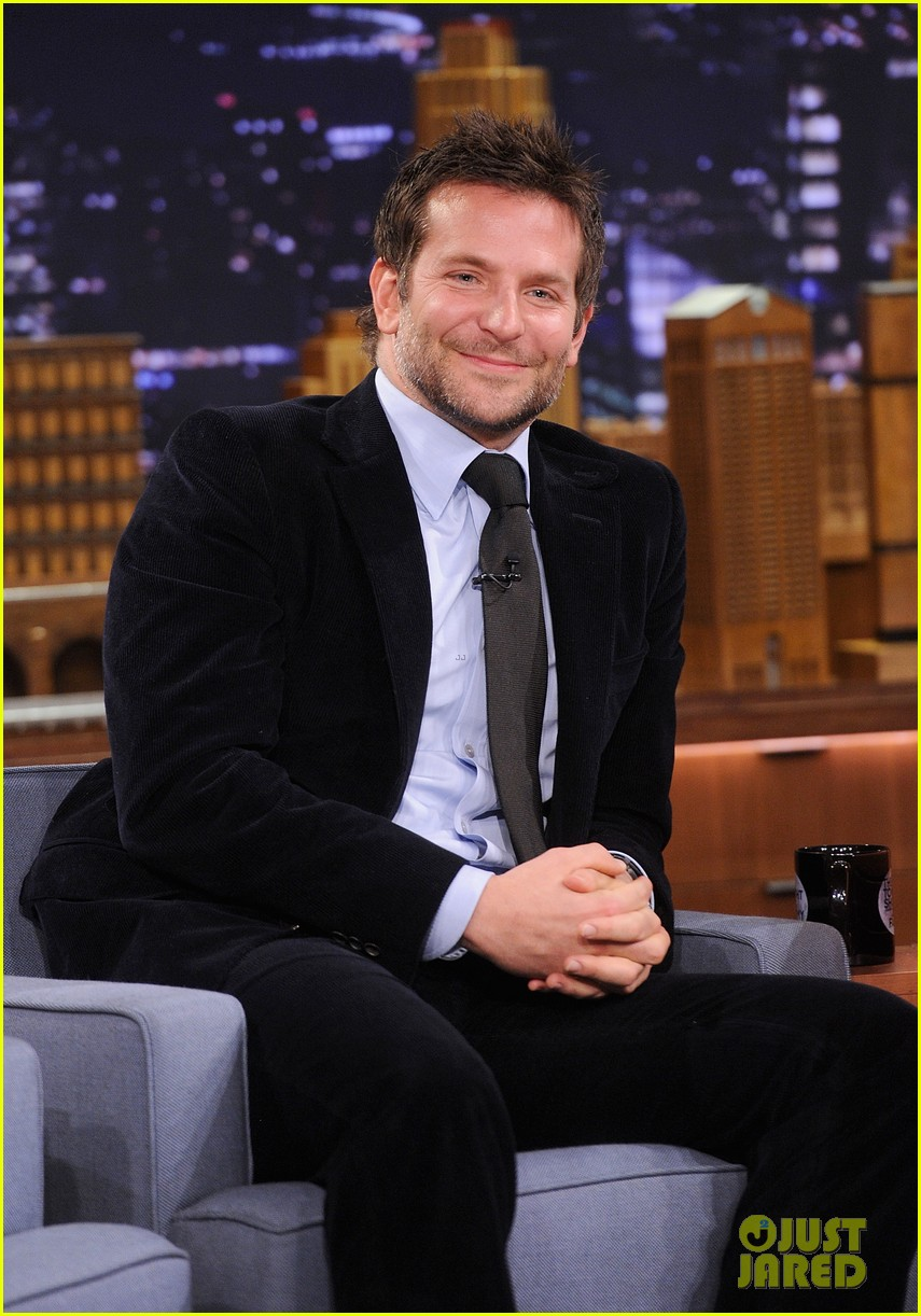 bradley cooper emma thompson play charades on fallon 15