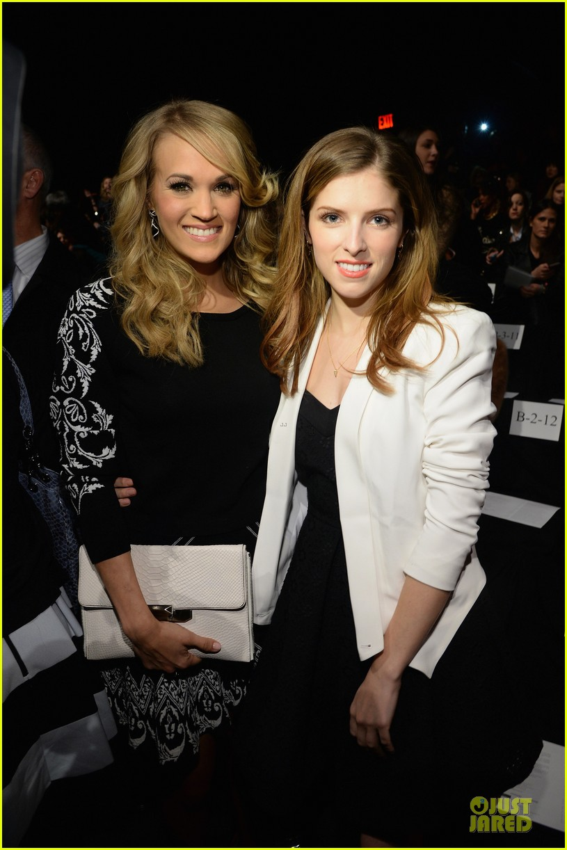 carrie underwood anna kendrick rebecca minkoff fashion show 023049244