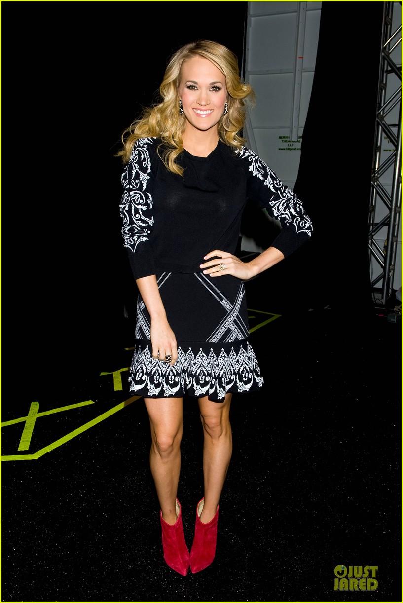carrie underwood anna kendrick rebecca minkoff fashion show 223049264