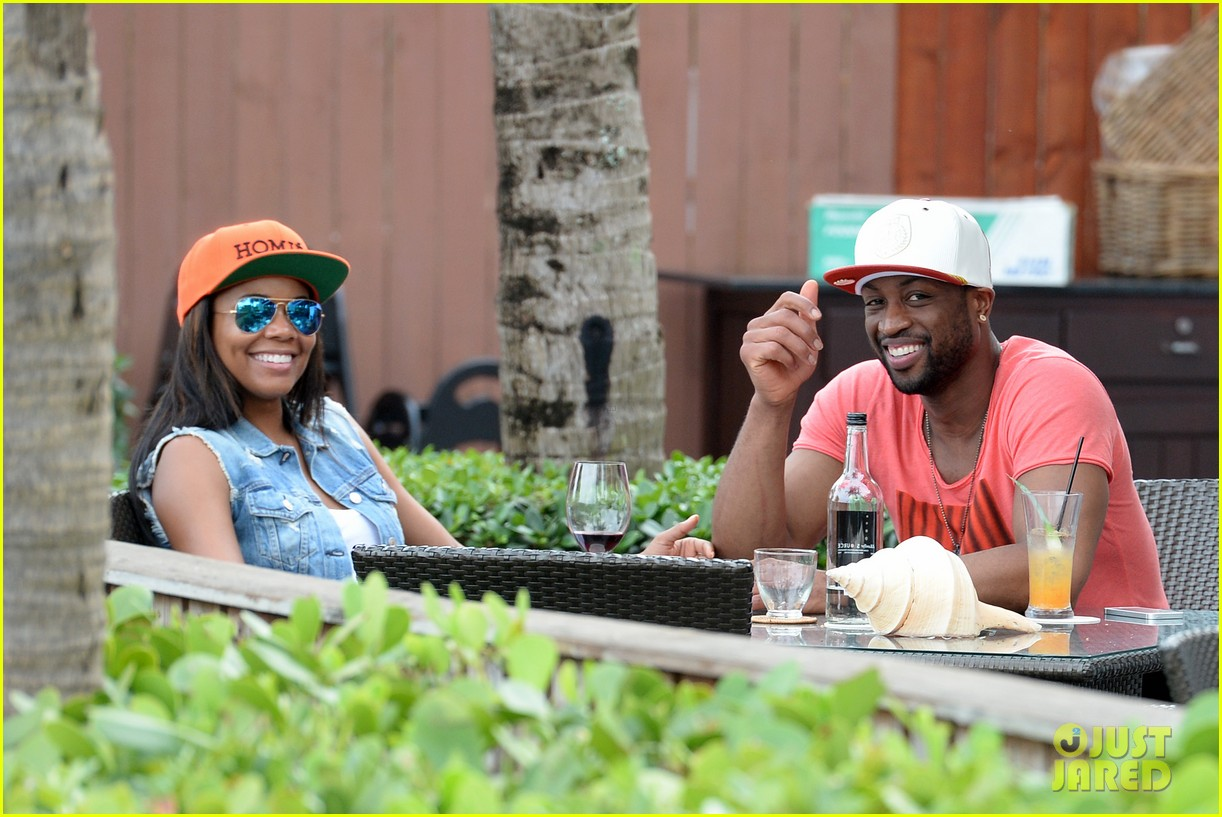 gabrielle union dwyane wade cruise around with the top down in miami 013061638