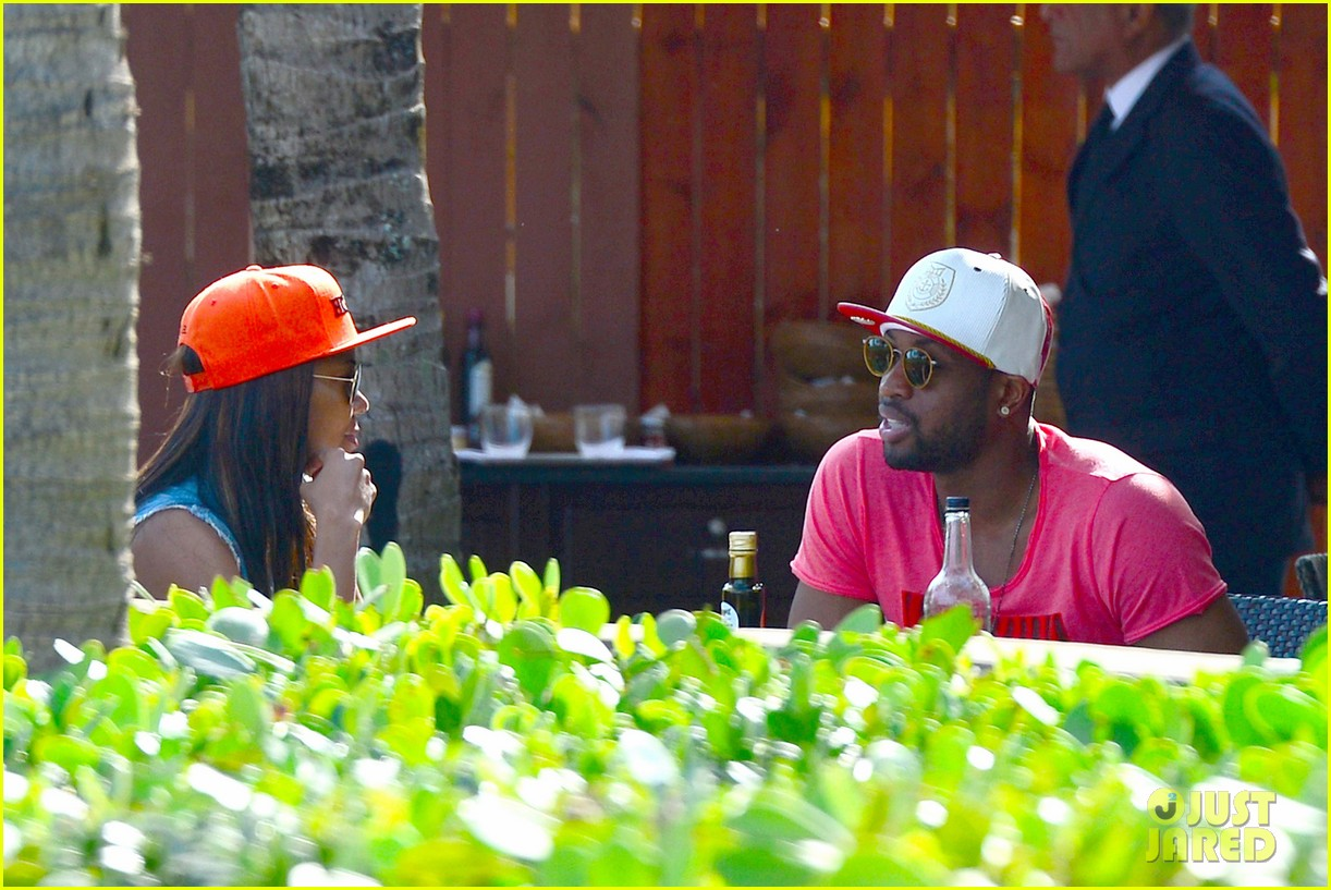 gabrielle union dwyane wade cruise around with the top down in miami 10