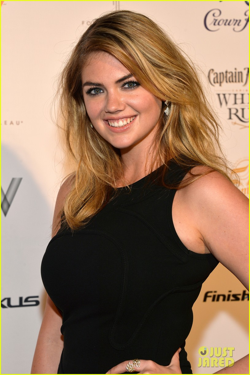 kate upton anne v heat up the sports illustrated miami party 043056746