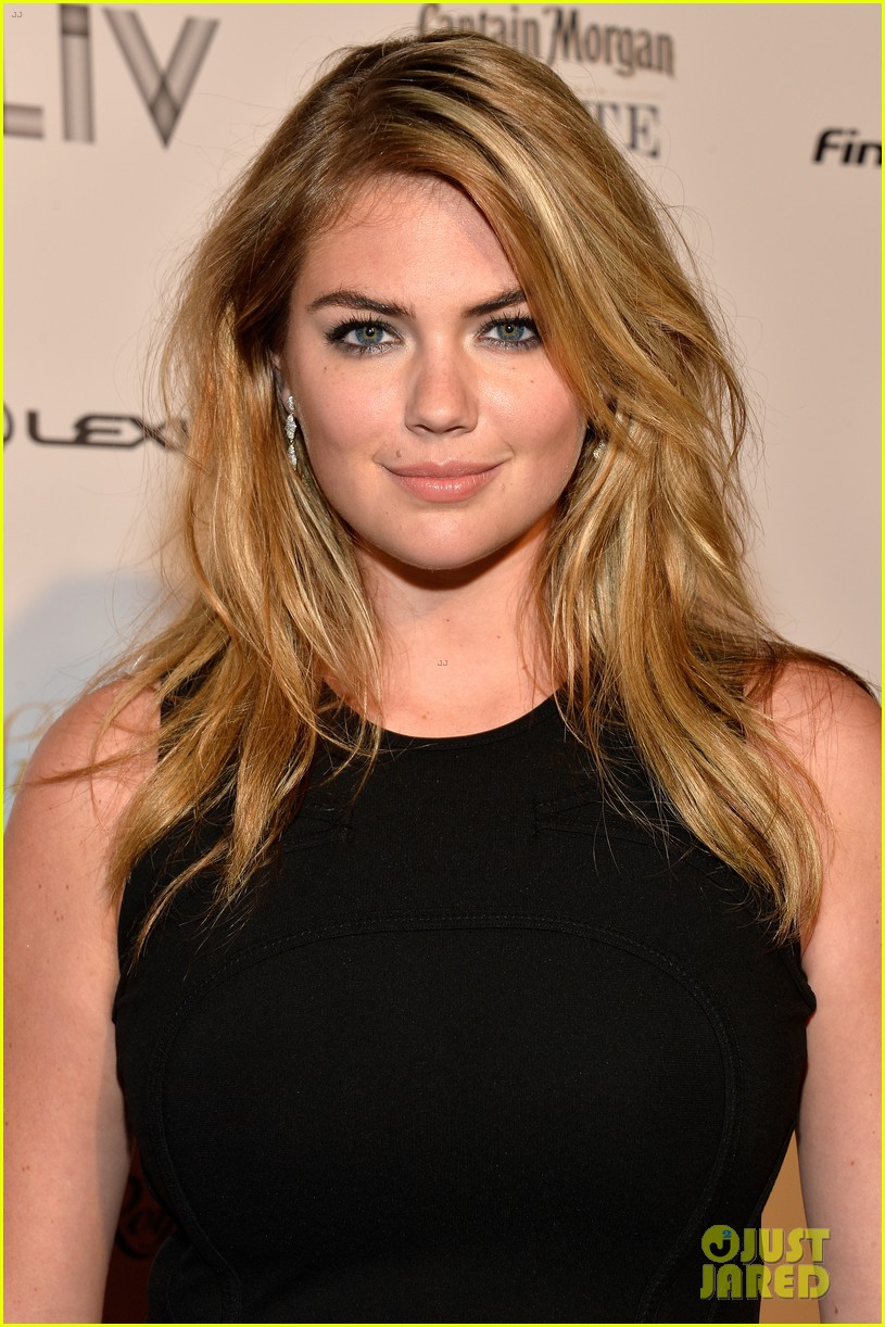 kate upton anne v heat up the sports illustrated miami party 063056748