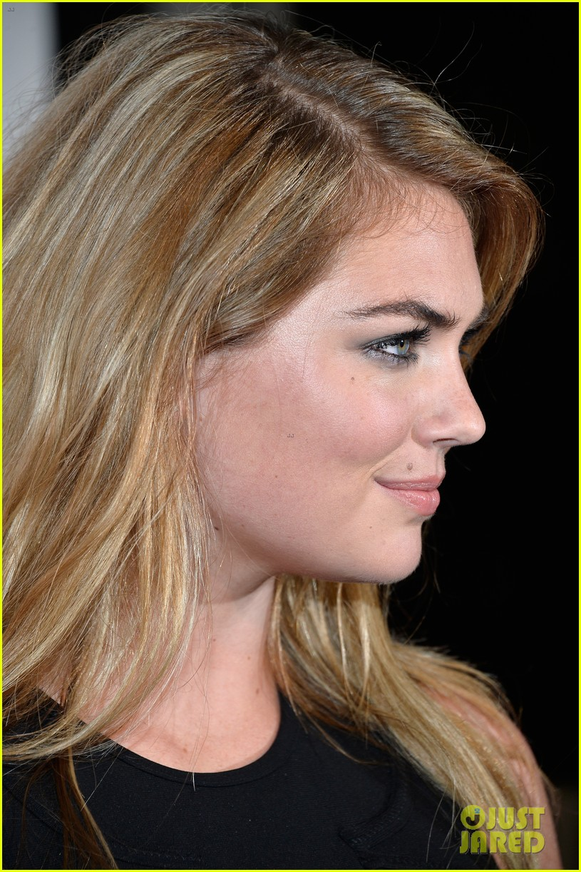 kate upton anne v heat up the sports illustrated miami party 073056749
