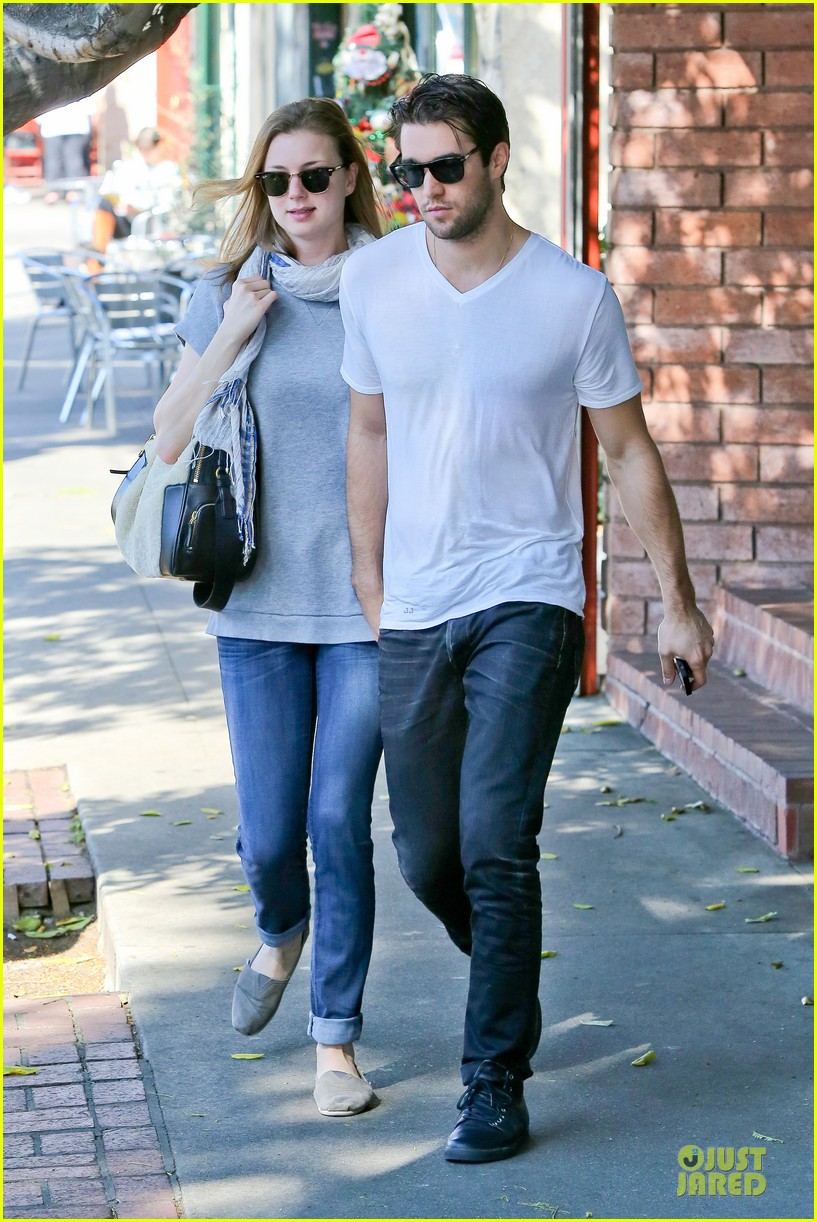 emily vancamp josh bowman hold hands before valentines day 013051527
