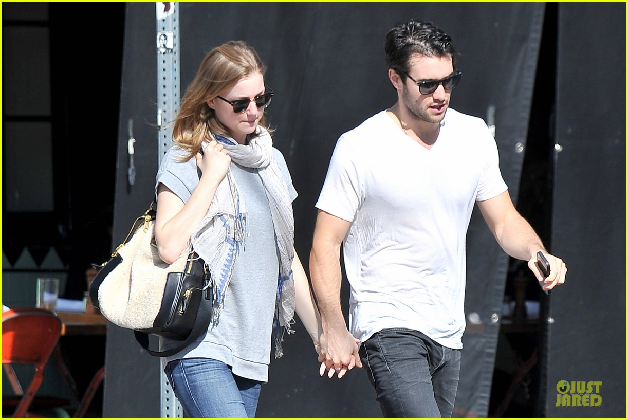 emily vancamp josh bowman hold hands before valentines day 023051528