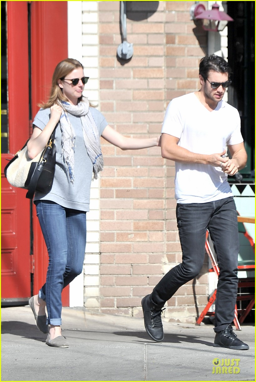 emily vancamp josh bowman hold hands before valentines day 053051531