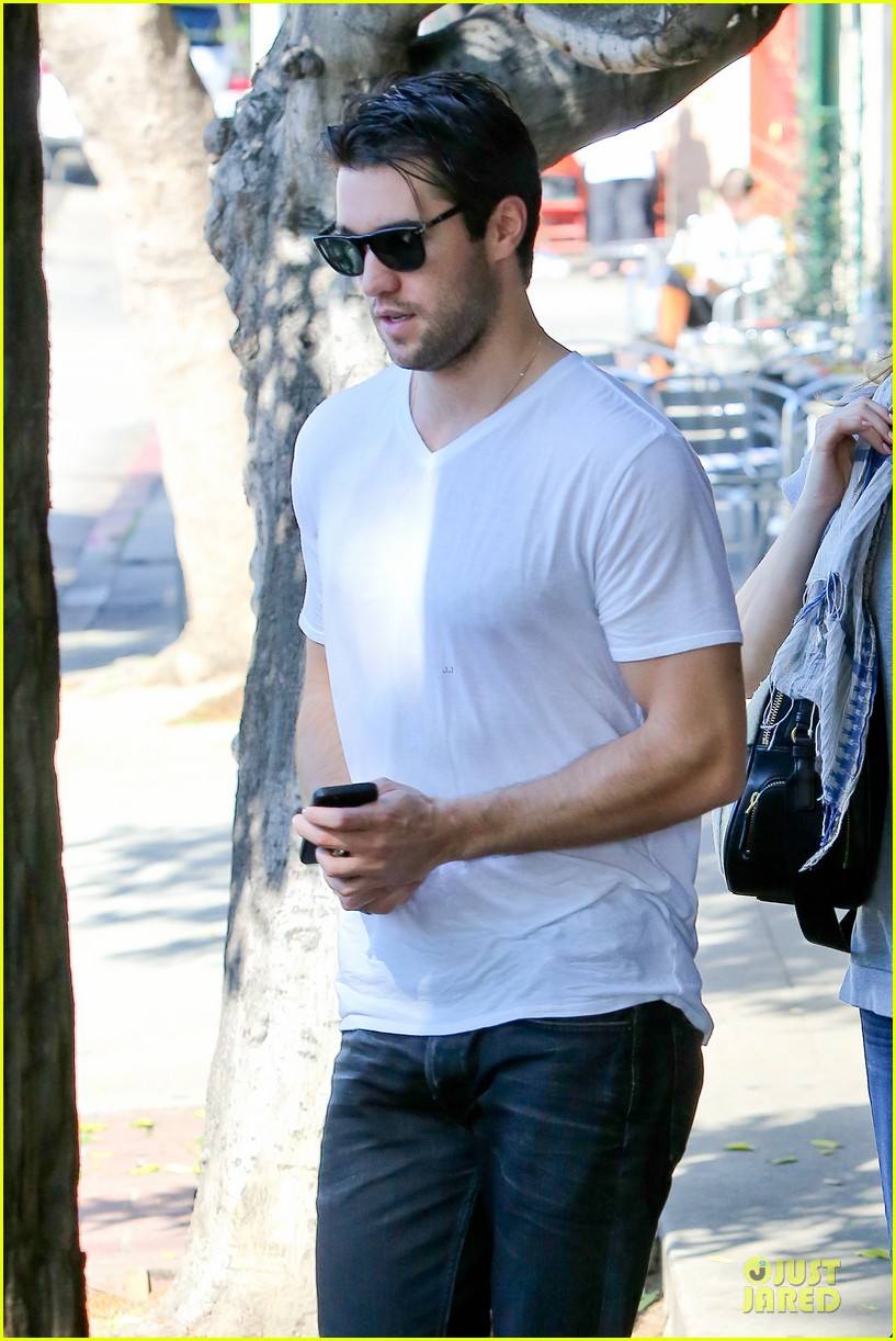 emily vancamp josh bowman hold hands before valentines day 073051533