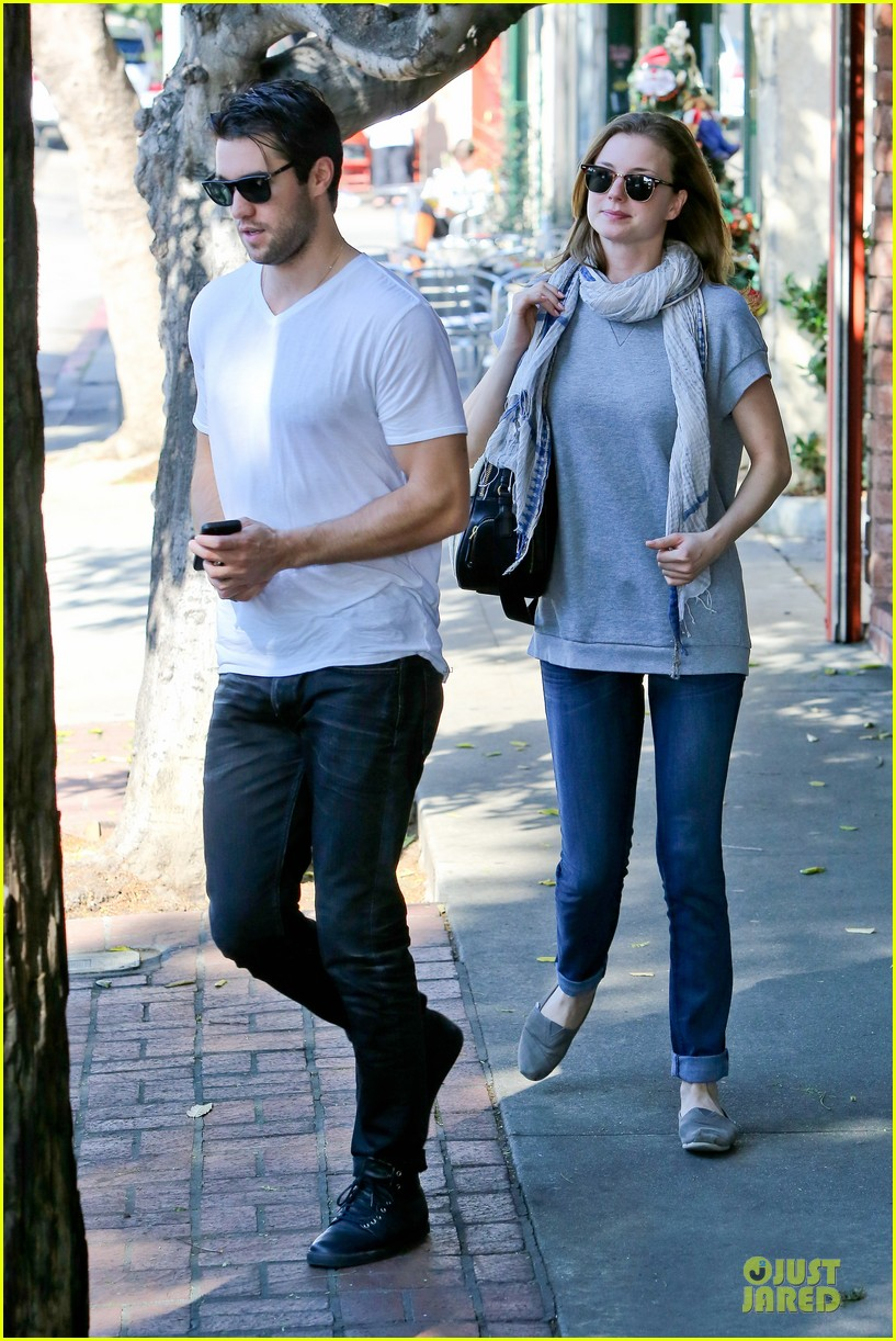 emily vancamp josh bowman hold hands before valentines day 093051535