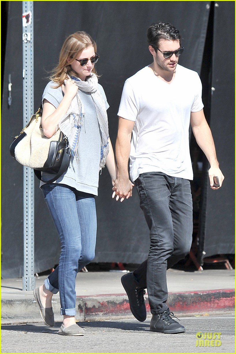 emily vancamp josh bowman hold hands before valentines day 10
