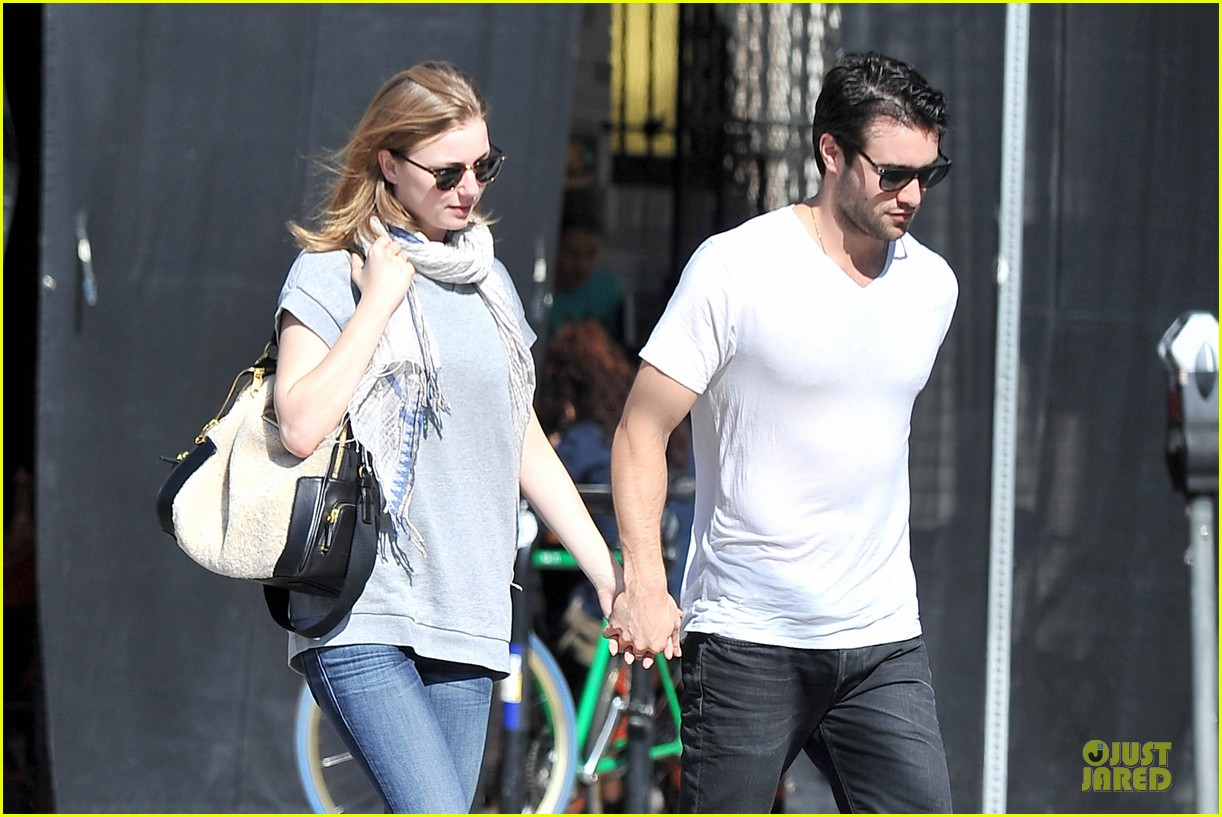 emily vancamp josh bowman hold hands before valentines day 113051537