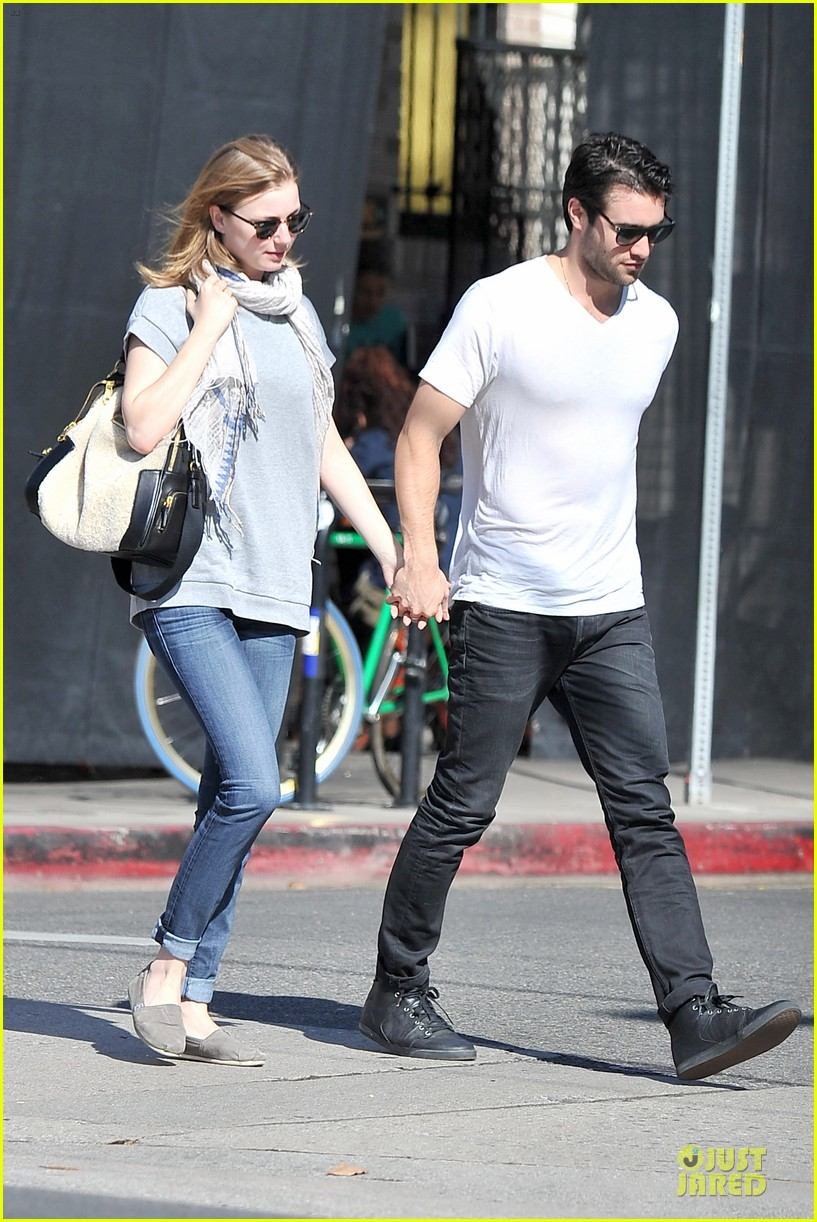emily vancamp josh bowman hold hands before valentines day 123051538
