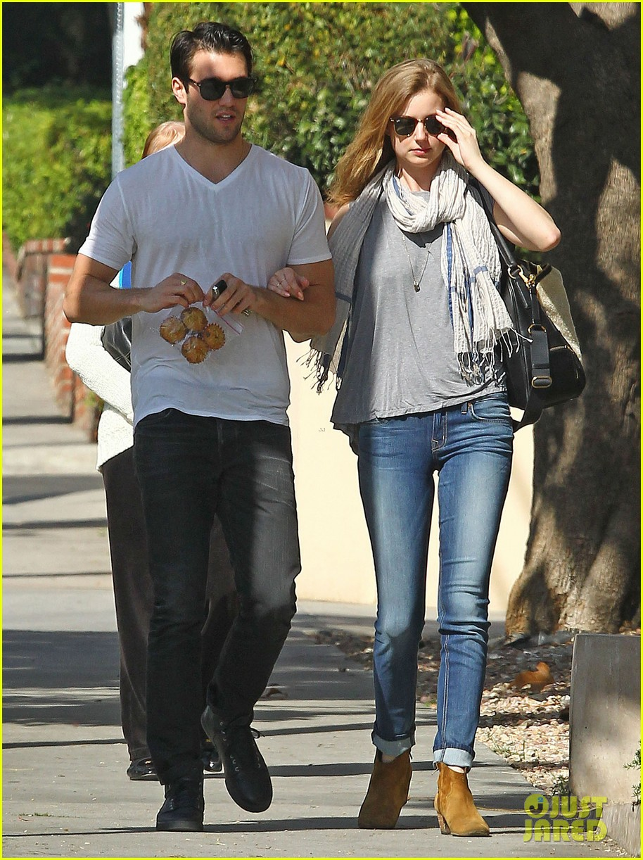 Emily VanCamp & Josh Bowman: Muffins to Go!: Photo 3053225 ...