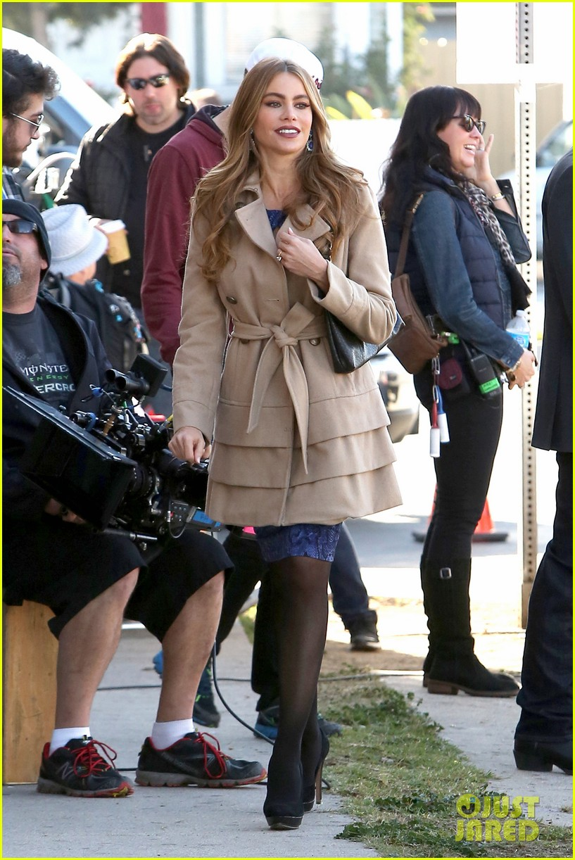 sofia vergara ty burrell film gloria phil scenes for modern family 033052844