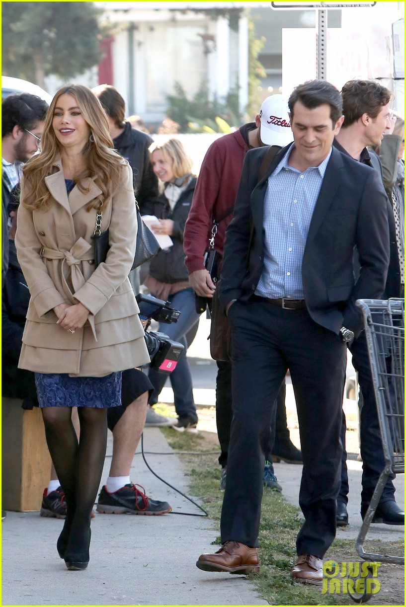 sofia vergara ty burrell film gloria phil scenes for modern family 083052849
