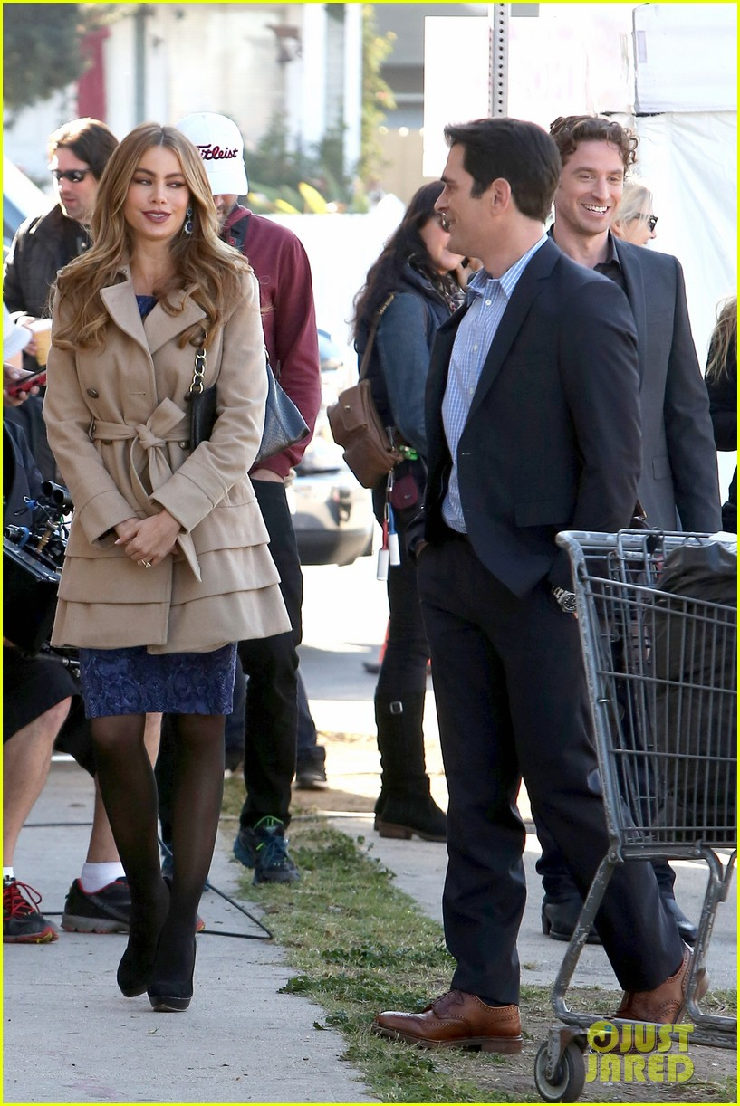 sofia vergara ty burrell film gloria phil scenes for modern family 113052852