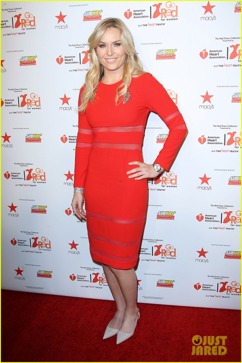 lindsey vonn skips olympics walks runway on clutches 063048943
