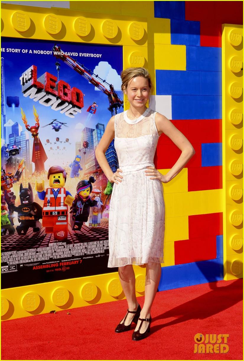mark wahlberg busy philipps lego movie premiere 033045752