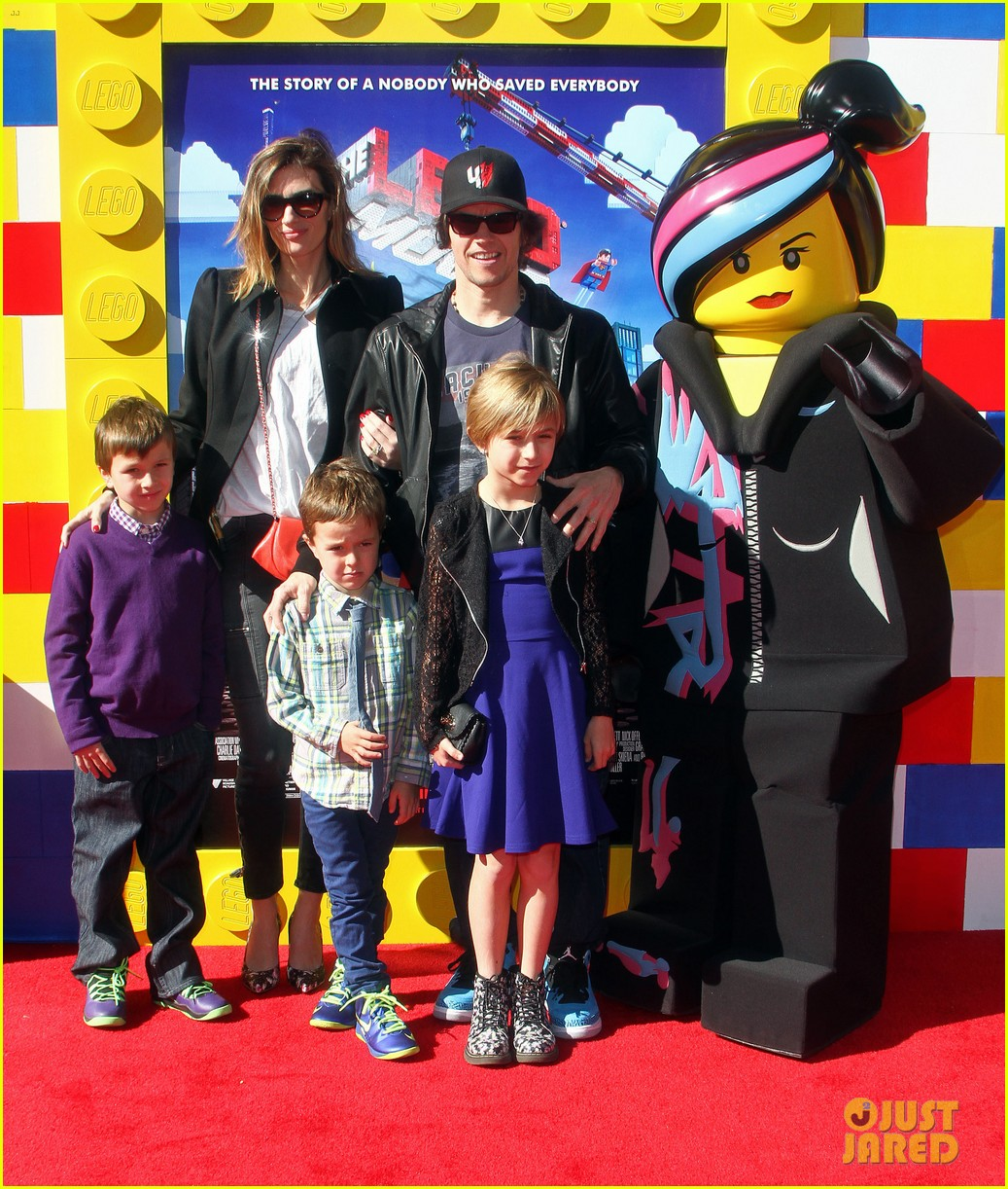 mark wahlberg busy philipps lego movie premiere 073045756