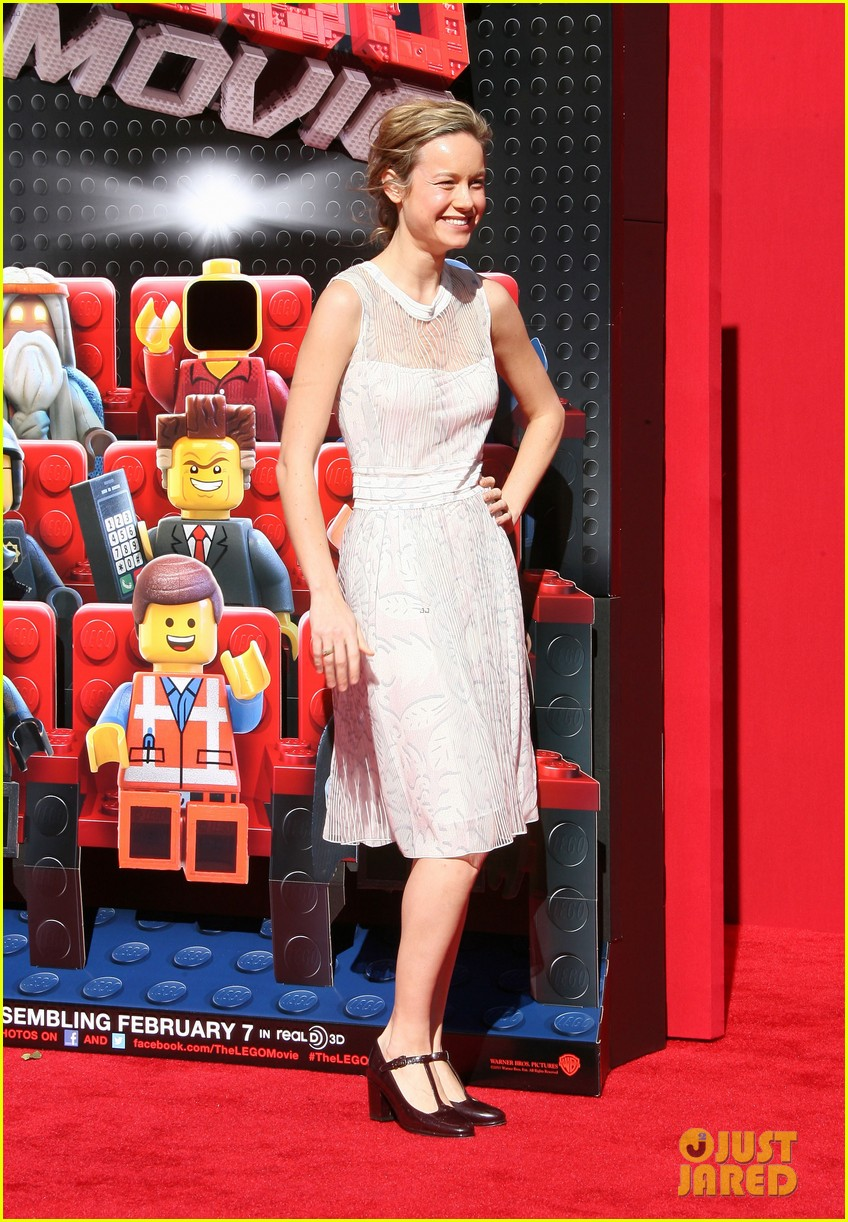 mark wahlberg busy philipps lego movie premiere 083045757