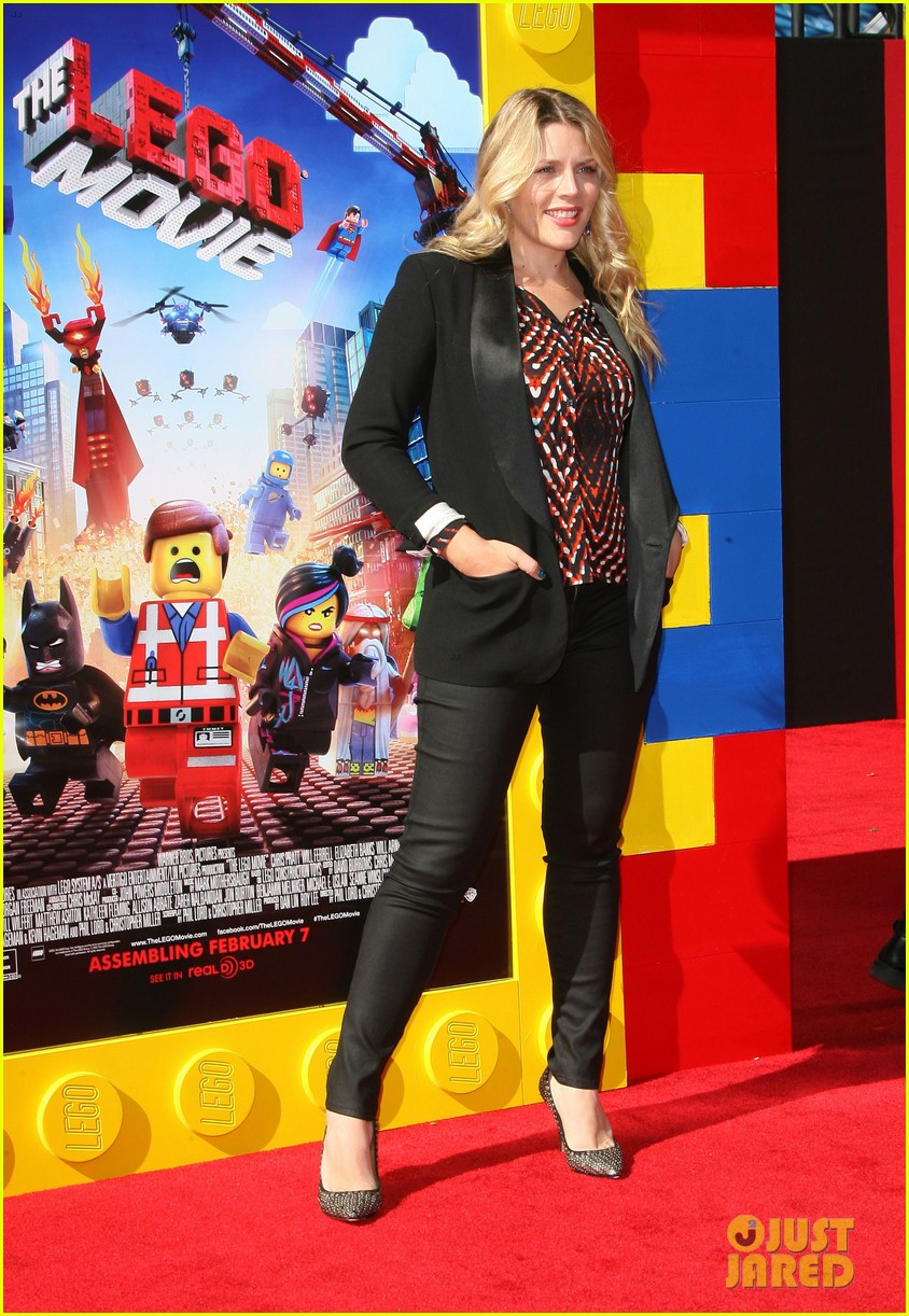 mark wahlberg busy philipps lego movie premiere 113045760