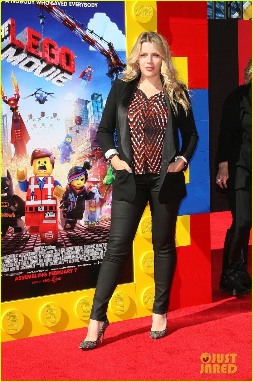 mark wahlberg busy philipps lego movie premiere 123045761