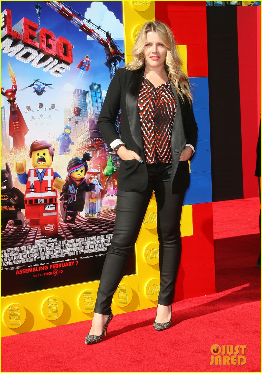 mark wahlberg busy philipps lego movie premiere 133045762