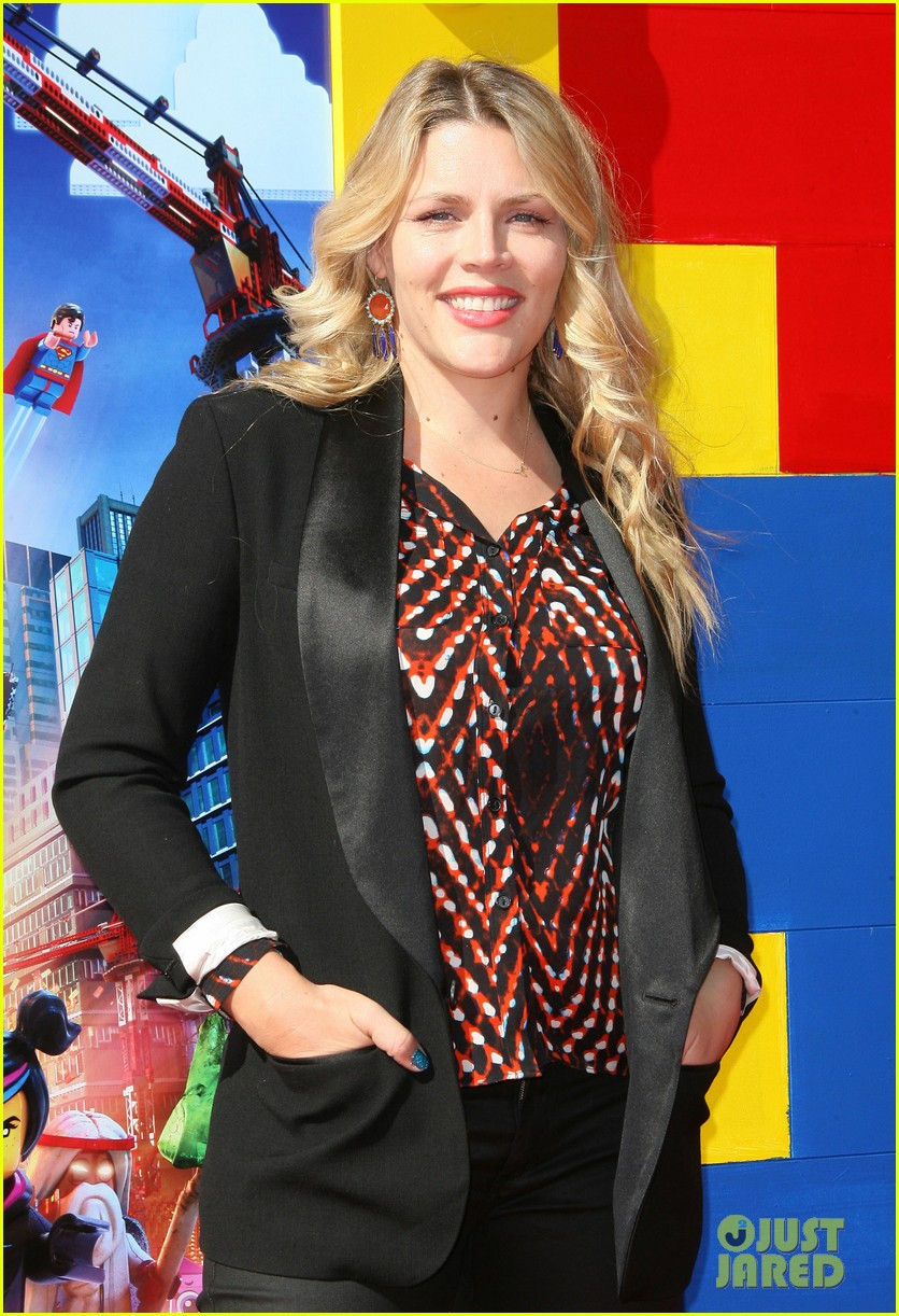 mark wahlberg busy philipps lego movie premiere 143045763