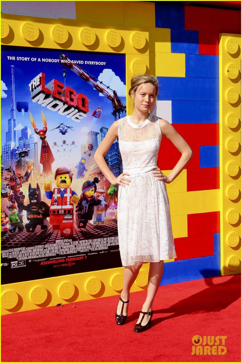 mark wahlberg busy philipps lego movie premiere 153045764