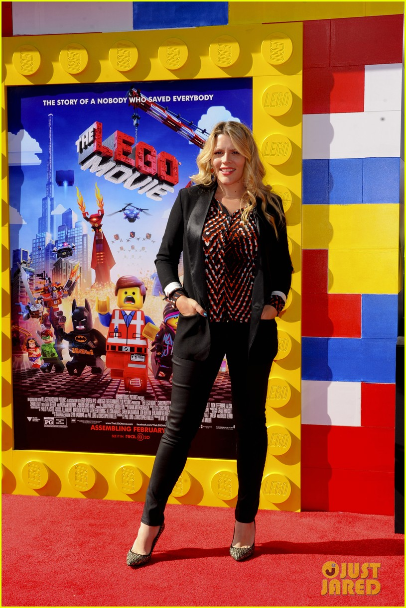 mark wahlberg busy philipps lego movie premiere 173045766
