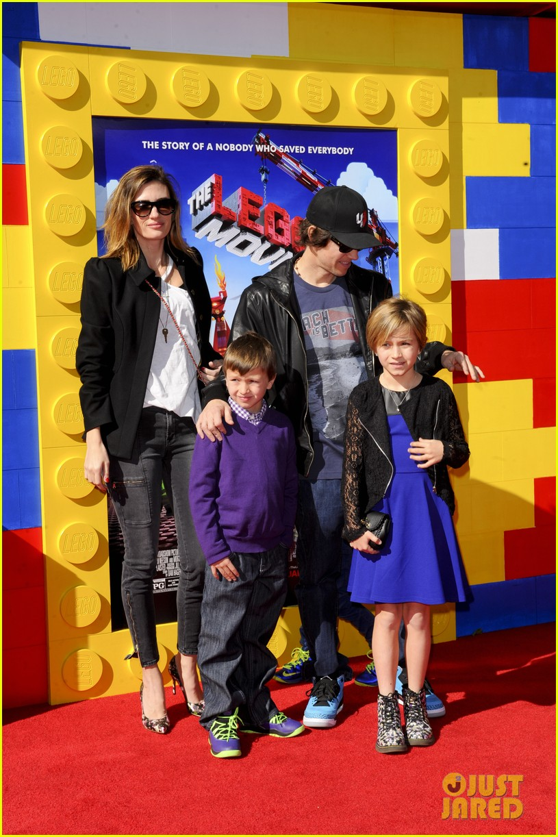 mark wahlberg busy philipps lego movie premiere 203045769