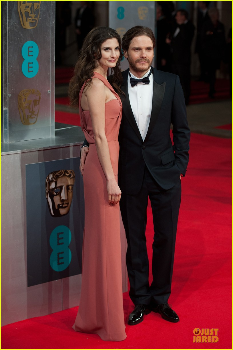 christoph waltz daniel bruhl baftas 2014 red carpet 05