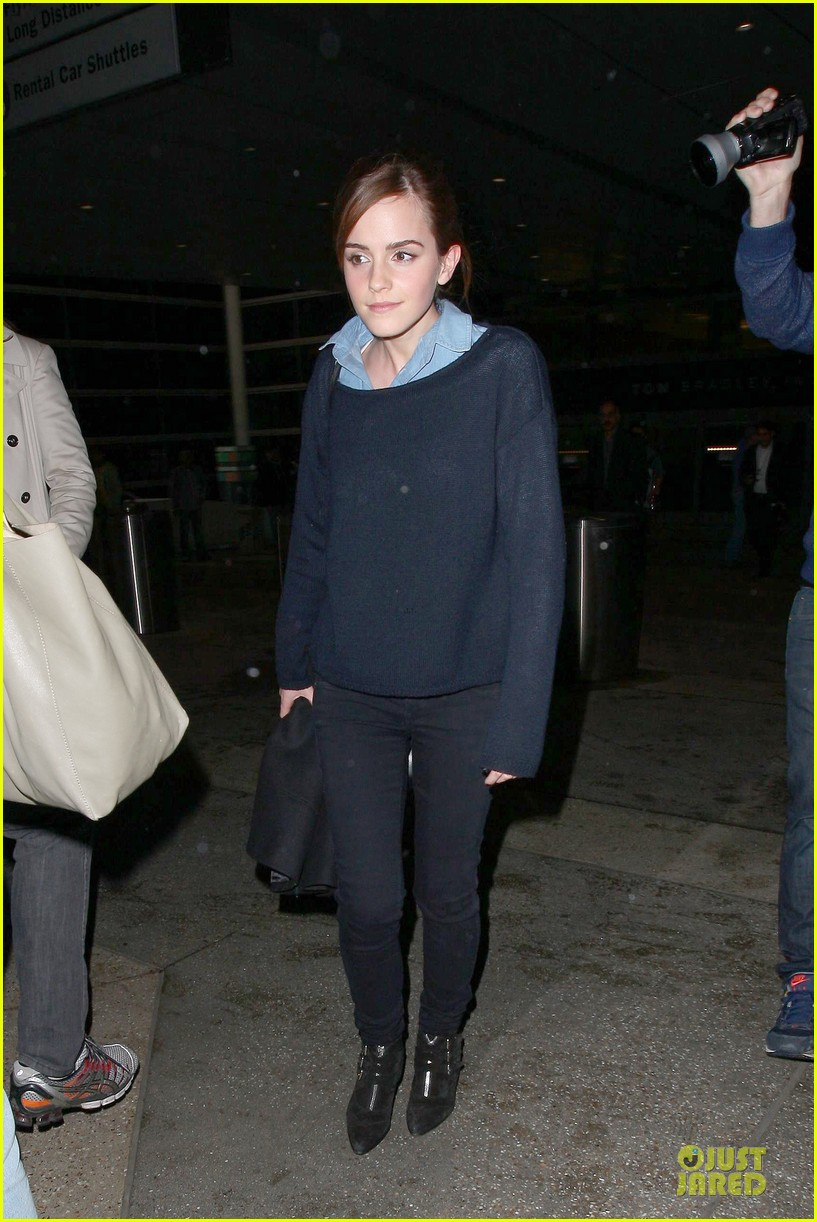 emma watson flys into lax airport before oscars 2014 013062498