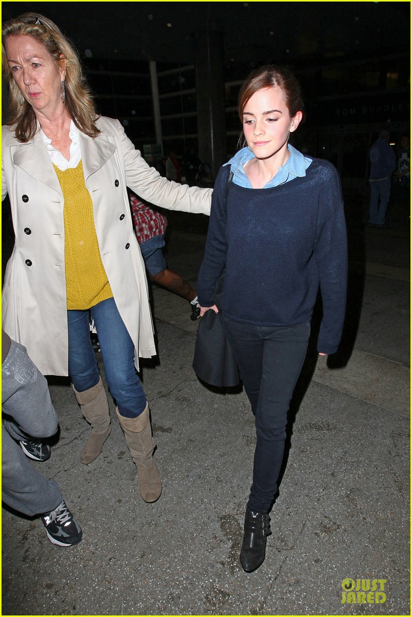 emma watson flys into lax airport before oscars 2014 053062502