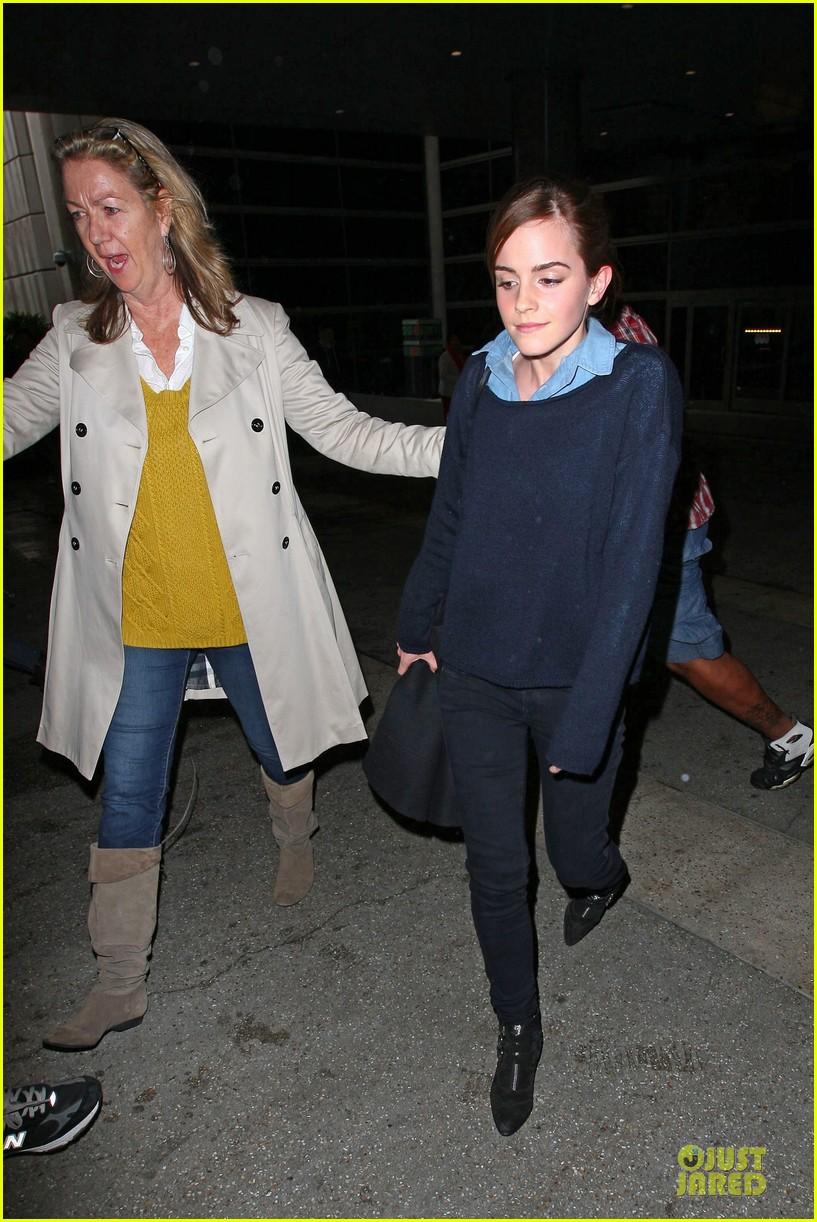 emma watson flys into lax airport before oscars 2014 153062512