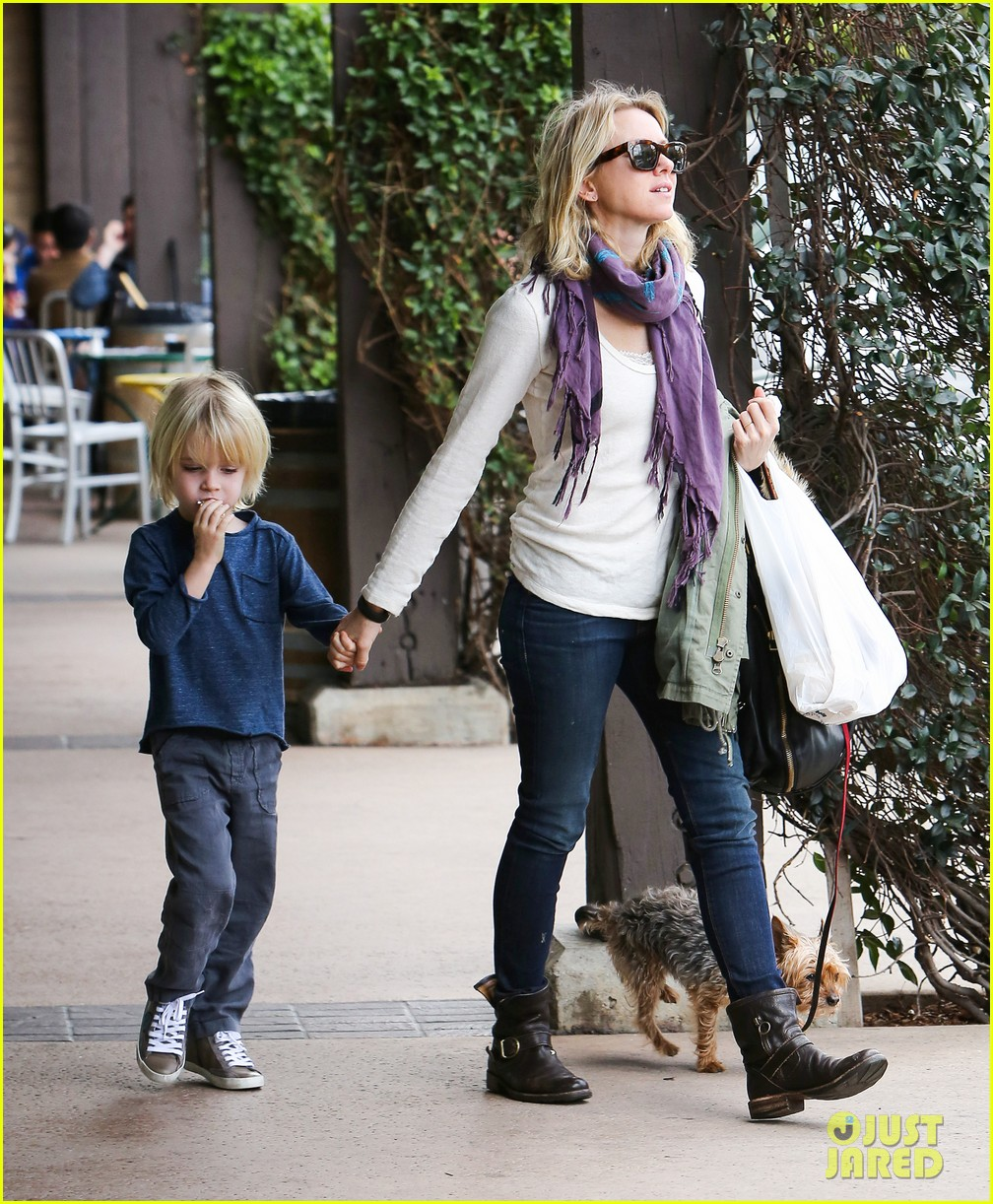 naomi watts liev schrieber hang with their boys 013050497