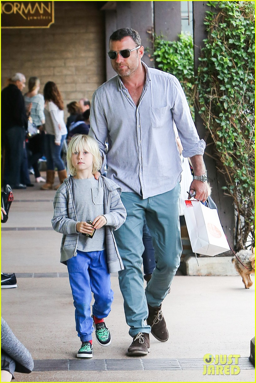naomi watts liev schrieber hang with their boys 023050498