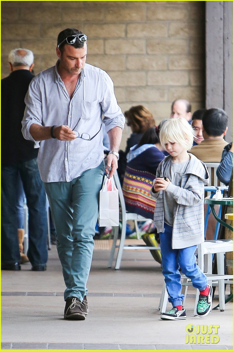 naomi watts liev schrieber hang with their boys 083050504
