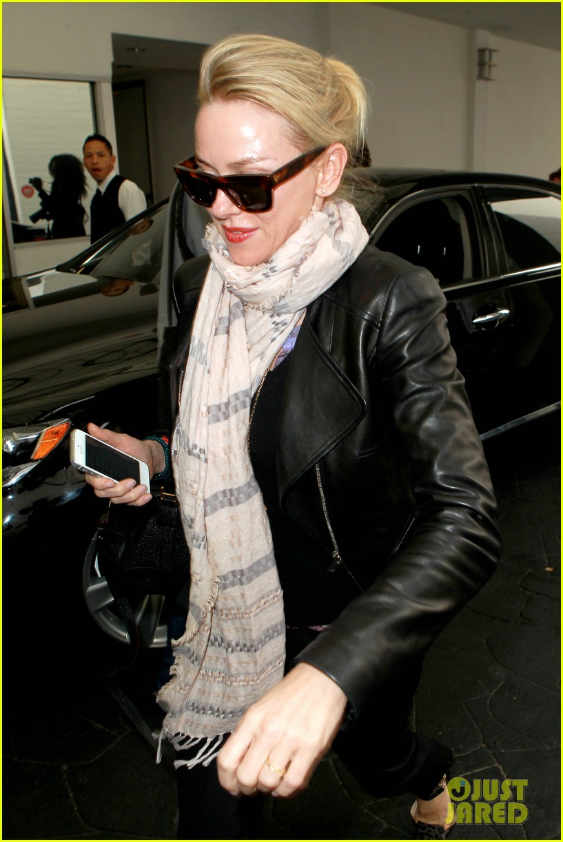 naomi watts gets all pampered for oscars sunday 023062429